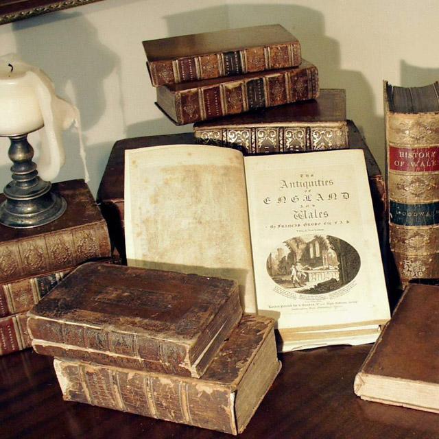 Картинки по запросу антикварные книги оценка