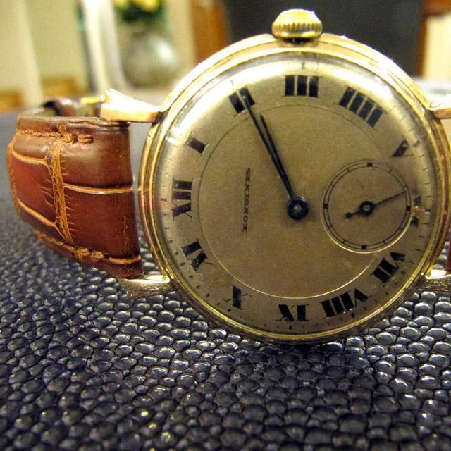 цветной часы продам